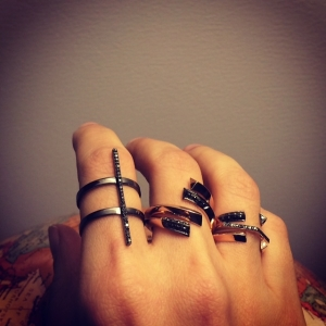 Nico, Eva, Greta, & Hex rings with black diamonds. Photo: www.selinkent.com